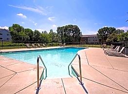 Springdale Apartments - Waukesha