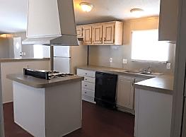 3 bedroom, 2 bath home available - Corpus Christi