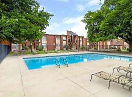 Vista village apartments el paso tx 79935 for Eastwood high school swimming pool