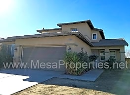 15086 Strawberry Ln - Adelanto