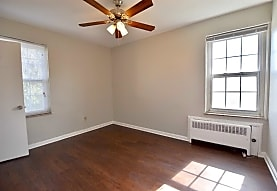 Shaker Square Apartments, Cleveland, OH