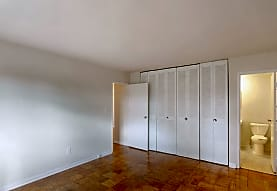 Broadfalls Apartments, Falls Church, VA