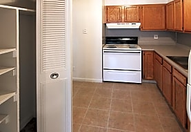 River Hollow Apartments - East Windsor, CT 06088