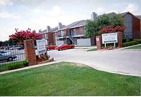 Thorn Manor Apartments, DeSoto, TX