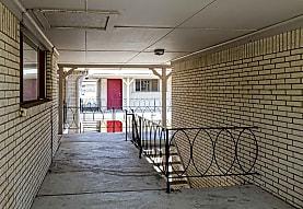 Malibu Apartments - Tulsa, OK 74135