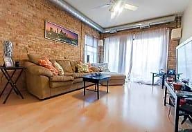 925 W. Dakin, Chicago, IL