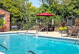 Lakepointe Luxury Apartments, Lexington, KY