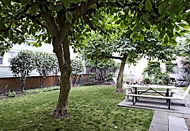 Williamsburg Court, Seattle, WA