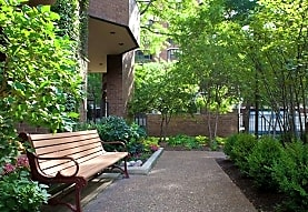 Elm Street Plaza, Chicago, IL