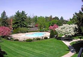 Pine Lake Manor Apartments, Keego Harbor, MI