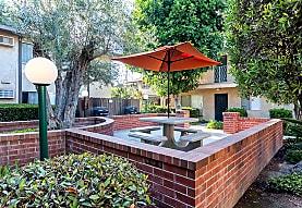 The 5800 Apartments, Lakewood, CA