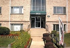 Queens Park Plaza Apartments, Hyattsville, MD