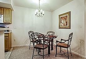 Woodland Lakes Apartments, Lansing, MI
