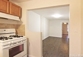 56-10 61st St 2R, Queens, NY