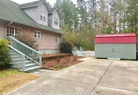 1072 Wooded Acres Rd, Lake Waccamaw, NC
