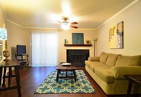 Deerwood Apartments, Tyler, TX