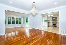 14 Dimsdale Dr, Scarsdale, NY