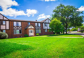 Maple Grove Apartments, Sterling Heights, MI