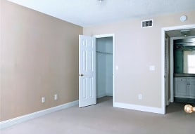 5737 Gatlin Ave 413, Orlando, FL