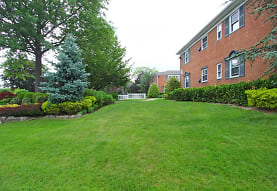 Fairfield Village At Commack Apartments - Commack, NY 11725