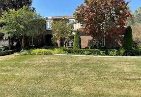 323 Shellbourne Dr, Rochester Hills, MI