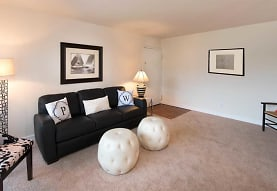 Pinewood Gardens Apartments, Norfolk, VA