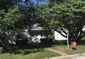 220 S White St, Macomb, IL