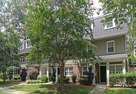 view of front facade with a front yard, The Avenue Apartments
