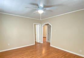 88 Graywood Rd 2ND, Port Washington, NY