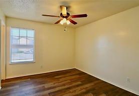 8033 Cambridge Cir, White Settlement, TX