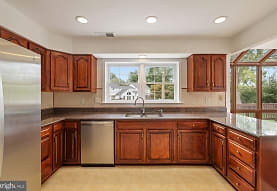 9451 Sunnyfield Ct, Rockville, MD