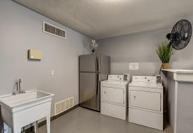Woodway Apartments, Manhattan, KS