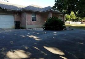 239 Lake Ridge Dr, Seguin, TX