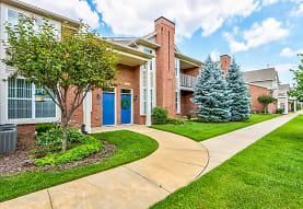 Ashford Apartments w/ Garages, Shelby Township, MI