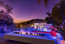 6425 Weidlake Dr, Los Angeles, CA