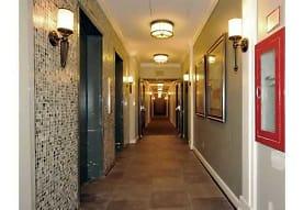 Glendale Plaza Apartments - Washington, DC 20019