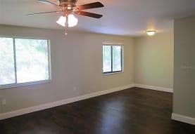 402 SW 69th St, Gainesville, FL
