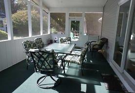 170 Dogwood Ln, East Marion, NY