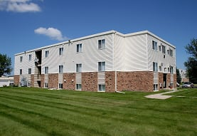 view of building exterior featuring an expansive lawn, Griffin Court Apartment Community