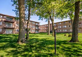 Hickory Oaks Apartments, Lansing, IL