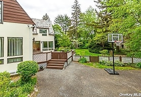 15 Mirrielees Rd, Great Neck, NY