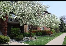 Willows of Wheaton Apartments, Wheaton, IL