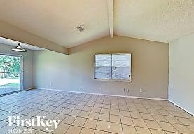 9819 Kiwi Ln, Conroe, TX