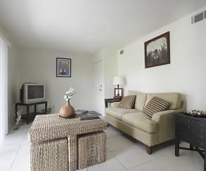 Living Room, Lakeshore Club Apartments And Townhomes
