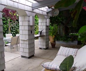 covered patio.JPG, 962 Blair Court