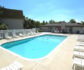 Pool, Bristol Pointe Apartments