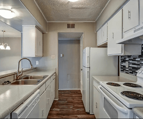 Kitchen, Richland Springs Apartments