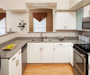 Kitchen, Brandywine Woods Apartments