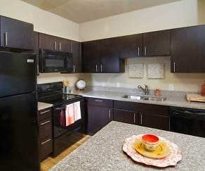 Kitchen, 644 City Station Apartments