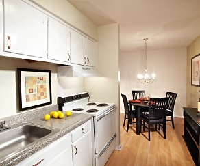 Kitchen, Highland Manor Apartments